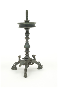 Image of Lampstand on Tripod of Felines
