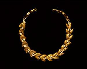 Image of Necklace with Links in the Form of Grains of Wheat
